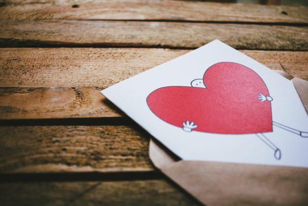 hjerte-brev-figur-kuvert-kaerlighed
